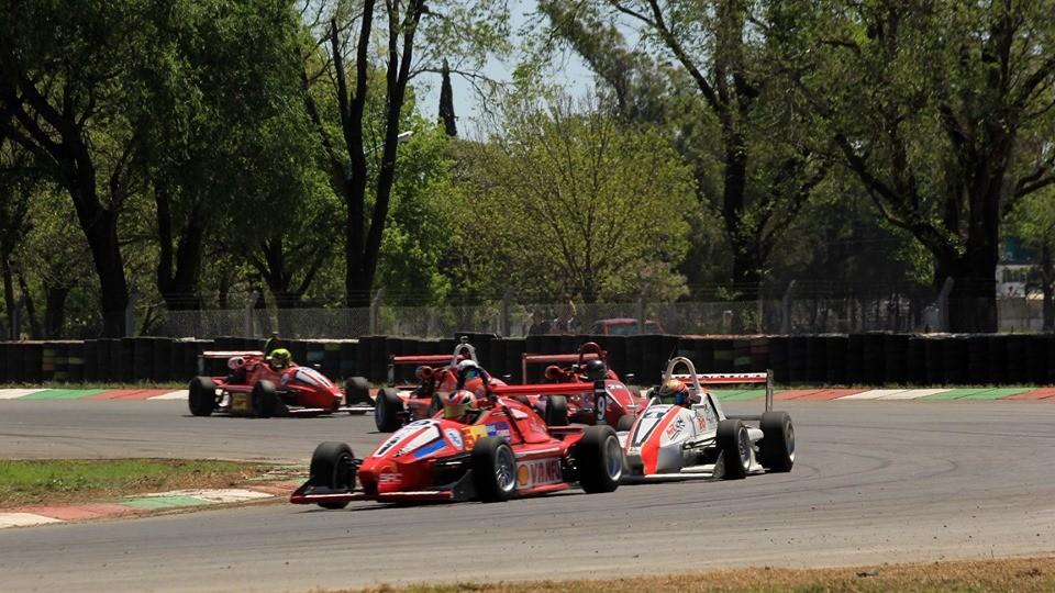FORMULA 3 SANTAFESINA - La octava fecha paso por el autodromo de San Jorge con buena tarea de ambos pilotos Reconquistenses.